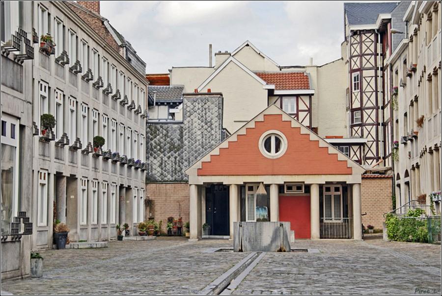 La passerelle et la cour St-Antoine (Liège) Cour-s10