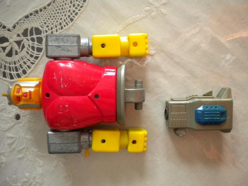 VENDO/SCAMBIO vari giocattoli MEGAZORD; MARVEL; ALIEN; CONAN E ALTRI con qualsiasi cosa di batman !!! Dscn0910