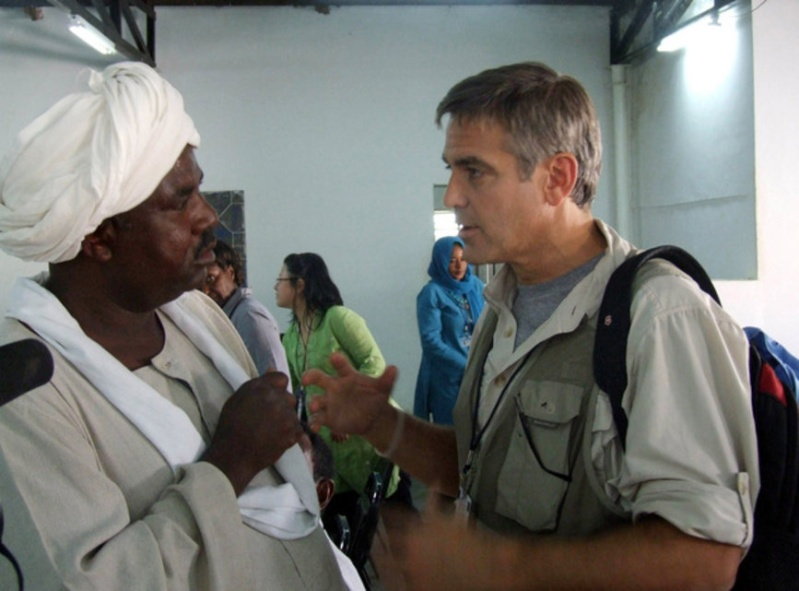 Clooney Monitors A Dictator With His Pills Nespresso Cloone14