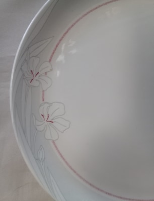 Grey flowers with wine stripe on classique shape plate 86969410