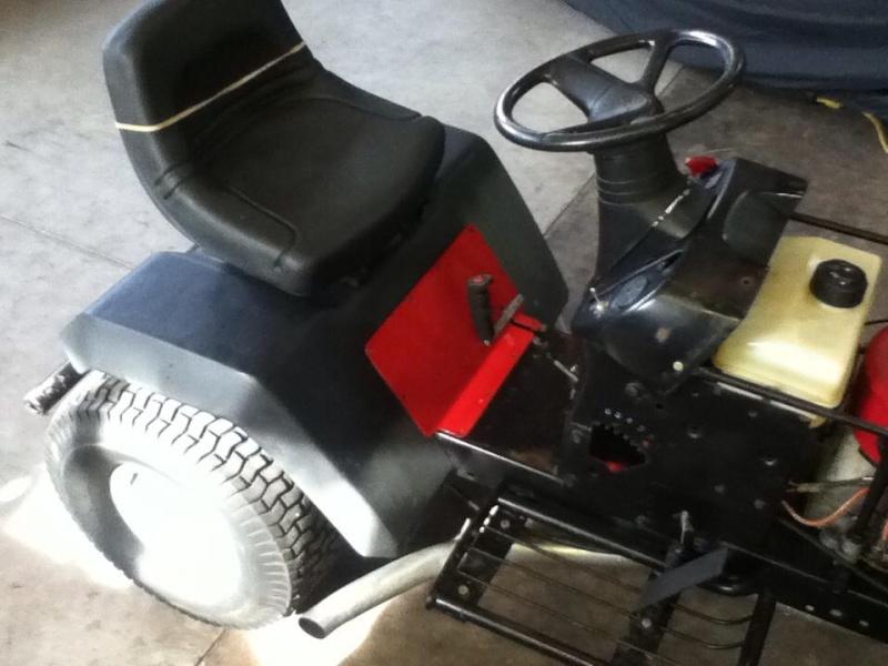 Racing Lawn Tractor ( Mean Rabbit ) 2811