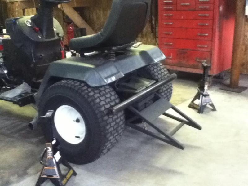 Racing Lawn Tractor ( Mean Rabbit ) 3111