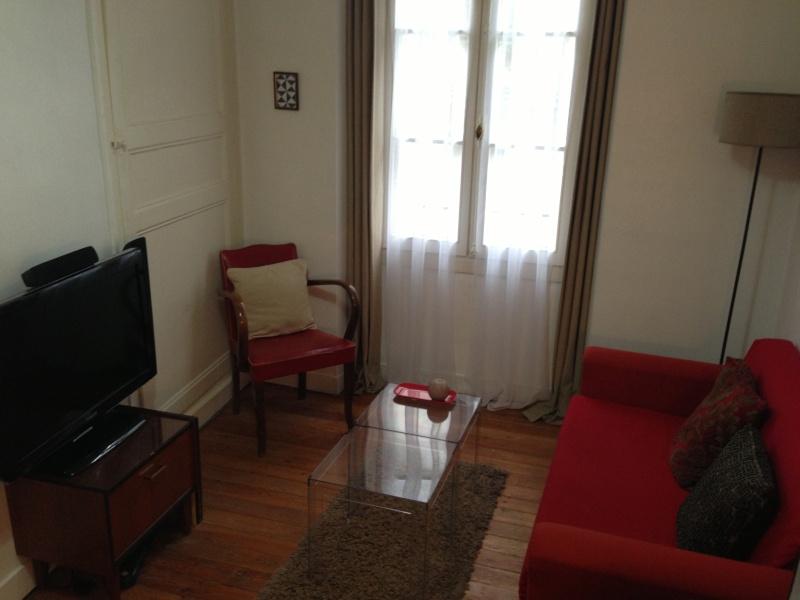 Petit salon, choix canapé, table basse et chaise, vintage Img_2811