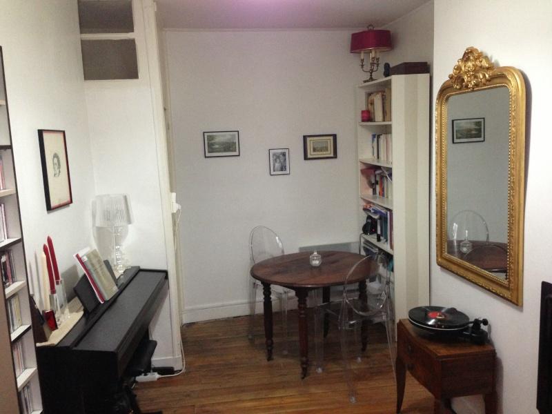 Petit salon, choix canapé, table basse et chaise, vintage Img_2812