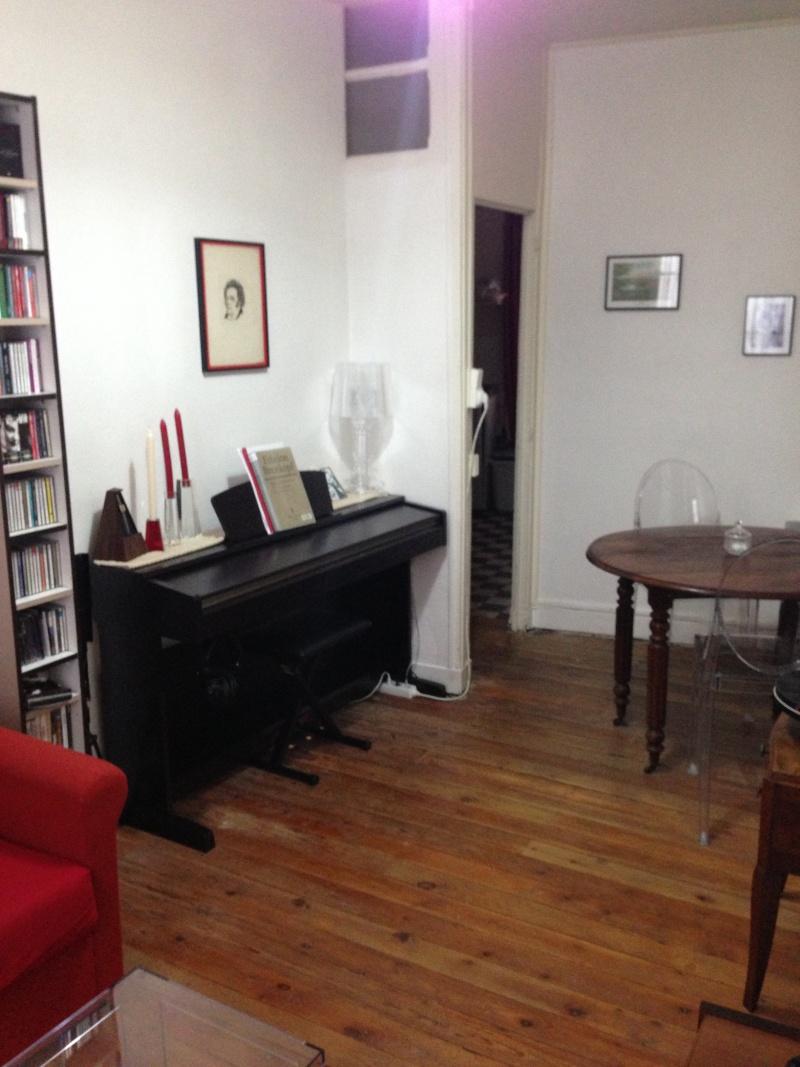 Petit salon, choix canapé, table basse et chaise, vintage Img_2813