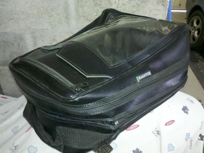 [VENDUS] Tapis de réservoir + sacoche pour 650NTV Sacoch10