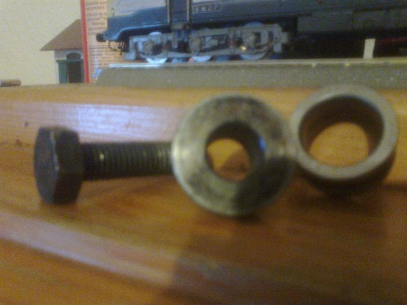 Probléme pour retrouver un galet rouleur fixe (hs) qui n' est pas d' origine . Photo031