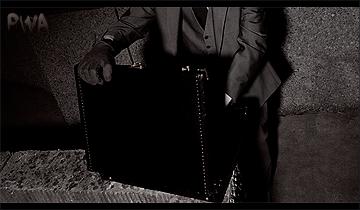 MONDAY NIGHT INSANITY #01 Suitca10