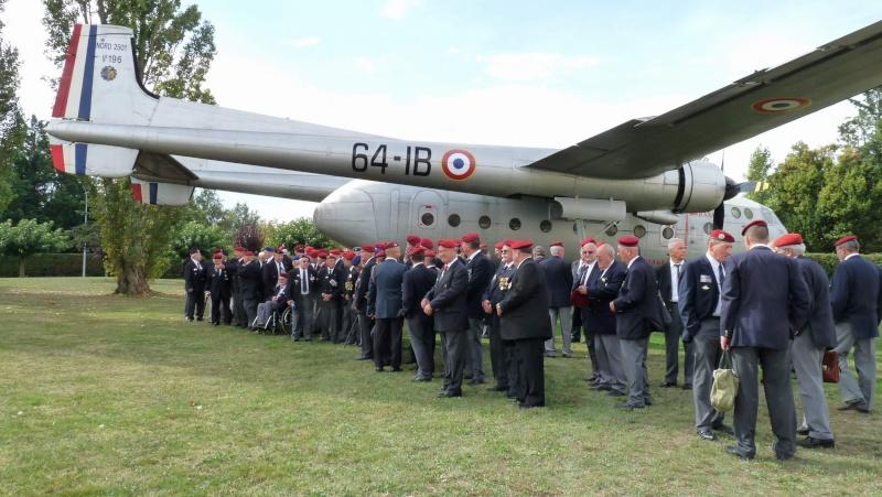 1er RCP - 9ème RCP Saint Michel au quartier Beaumont à Pamiers amicales du 1° et 9° R.C.P. P1050310