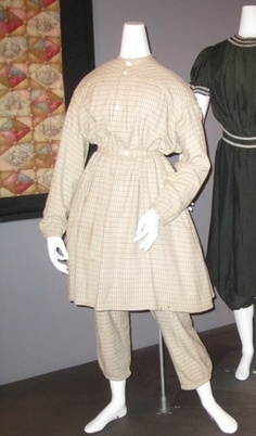 Costume femme C3e34d10