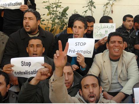 جزائرالعزة والكرامة غماءات واعتقالات في مسيرة موظفي ما قبل التشغيل 2012-p10