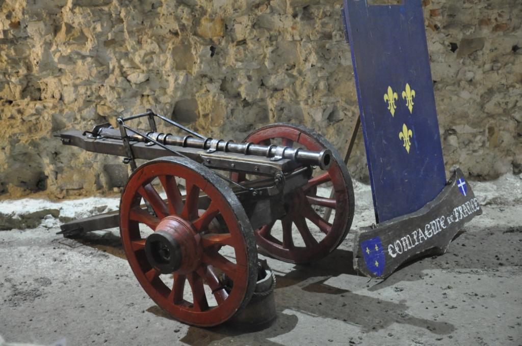 ARTILLERIE  : canon reconstitué au château de GUISE (Aisne) Guise_10