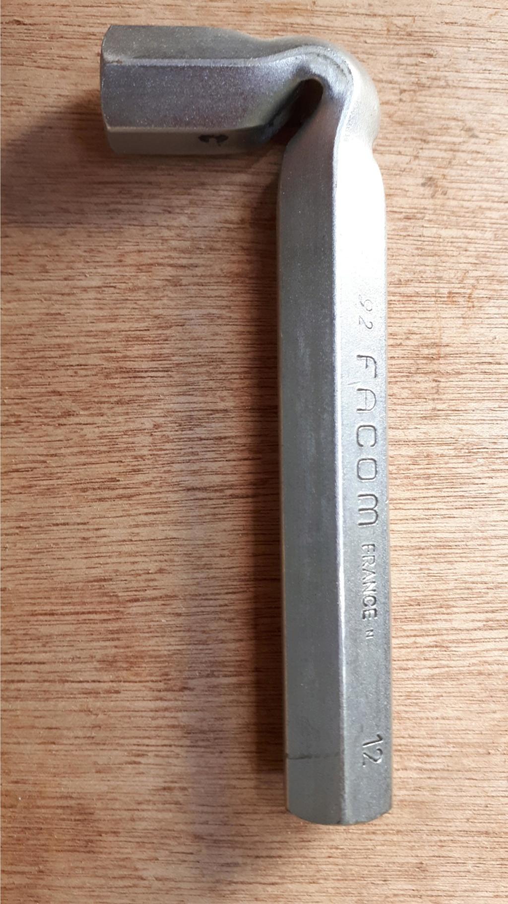 T700 démontage amortisseur - Page 2 Clzo_b10