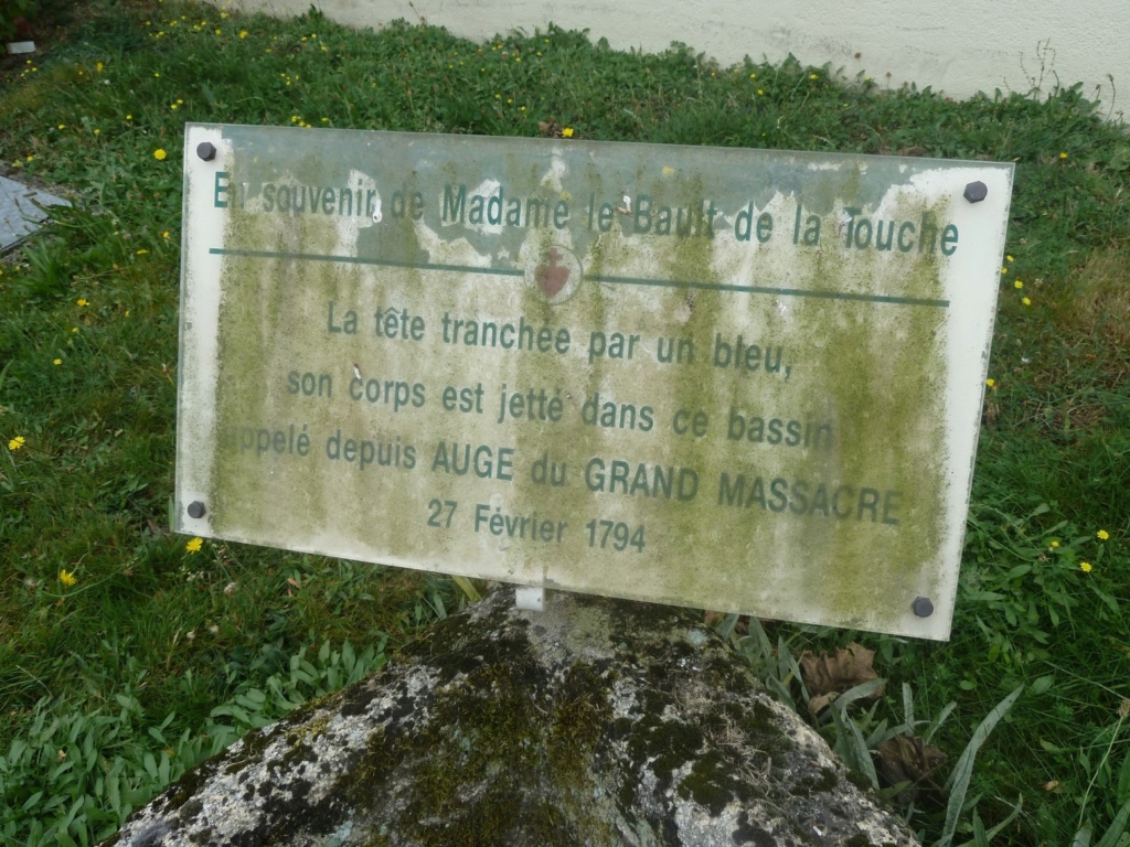 Sur les traces des guerres de Vendée et de la Chouannerie - Page 3 5jd-uj10