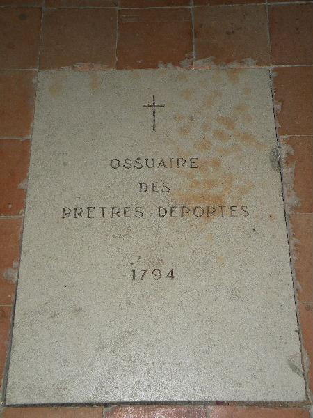 Sur les traces des guerres de Vendée et de la Chouannerie - Page 3 Ossuai10