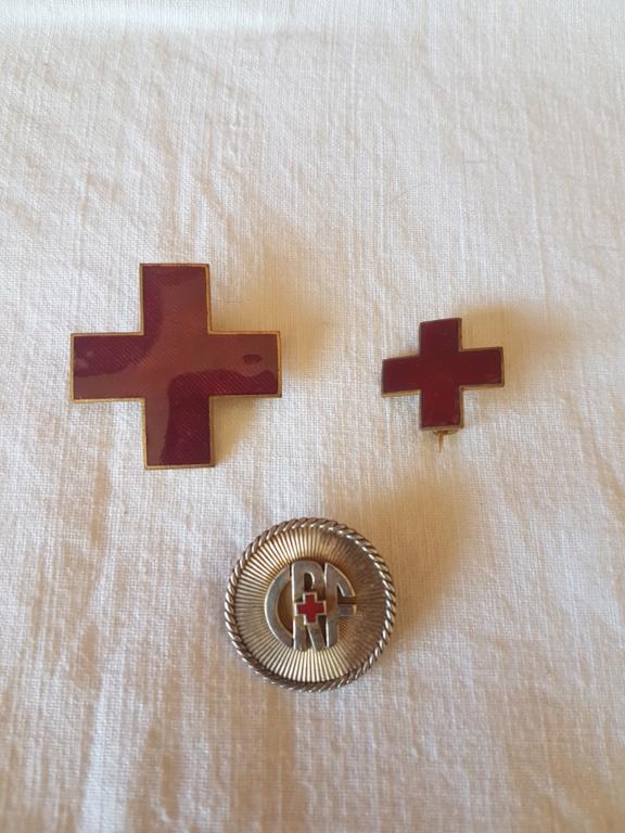 Lot insignes croix rouge 20200510