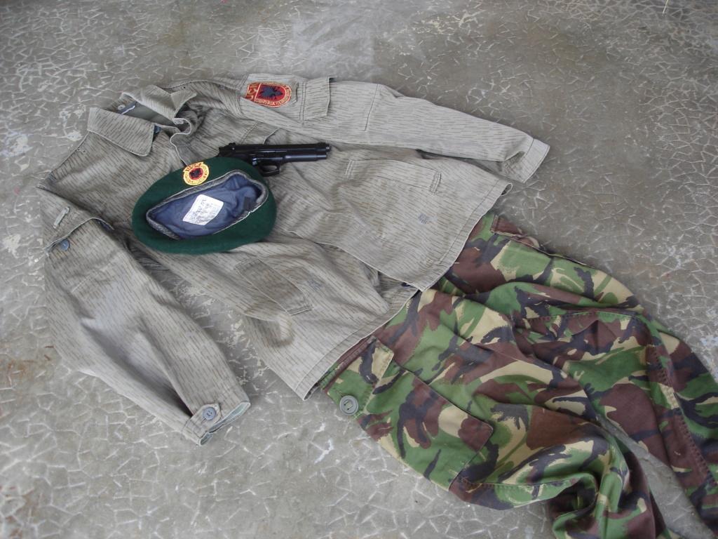 """""""Opération : étoffer"""" Tenue d'officier de l'uçk Dsc04614"""