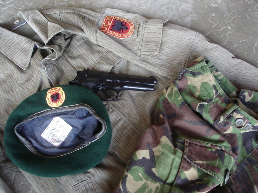 """""""Opération : étoffer"""" Tenue d'officier de l'uçk Dsc04615"""