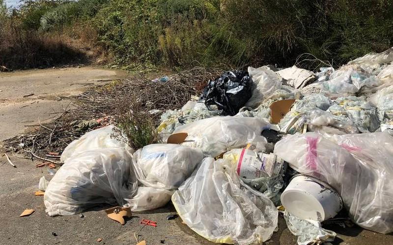 EN IMAGES. À l'ancien aérodrome de Saint-Brieuc, les déchets s'accumulent 1014