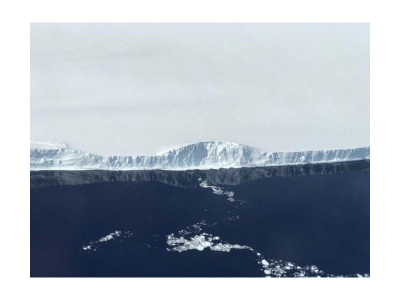 Un inquiétant iceberg géant erre en Antarctique 142