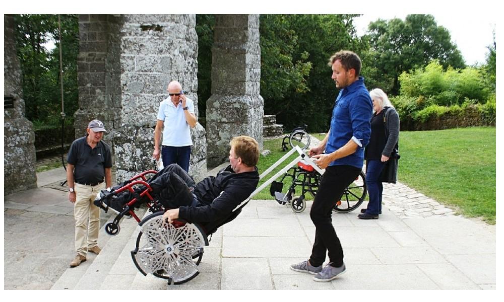 Handicap. Un fauteuil roulant tout terrain testé au Faouët 238