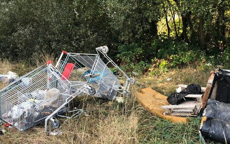 EN IMAGES. À l'ancien aérodrome de Saint-Brieuc, les déchets s'accumulent 922