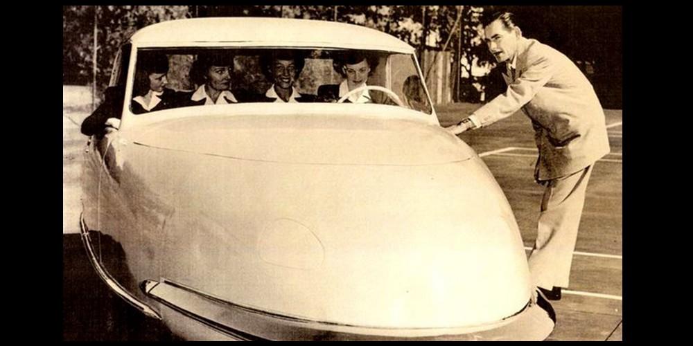 L'histoire incroyable de cette voiture fusée construite en 1948 Descha92