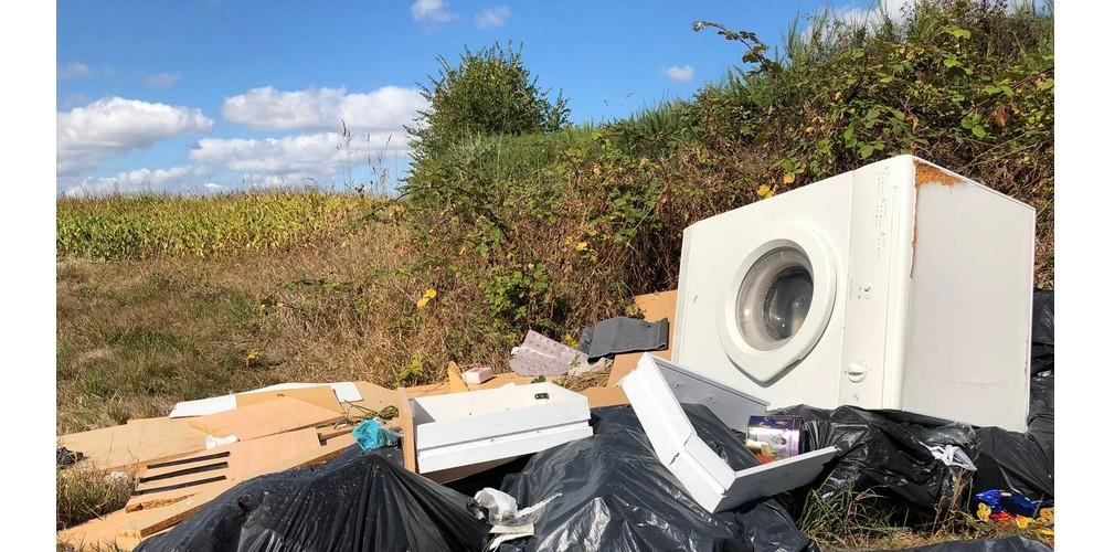 EN IMAGES. À l'ancien aérodrome de Saint-Brieuc, les déchets s'accumulent G15