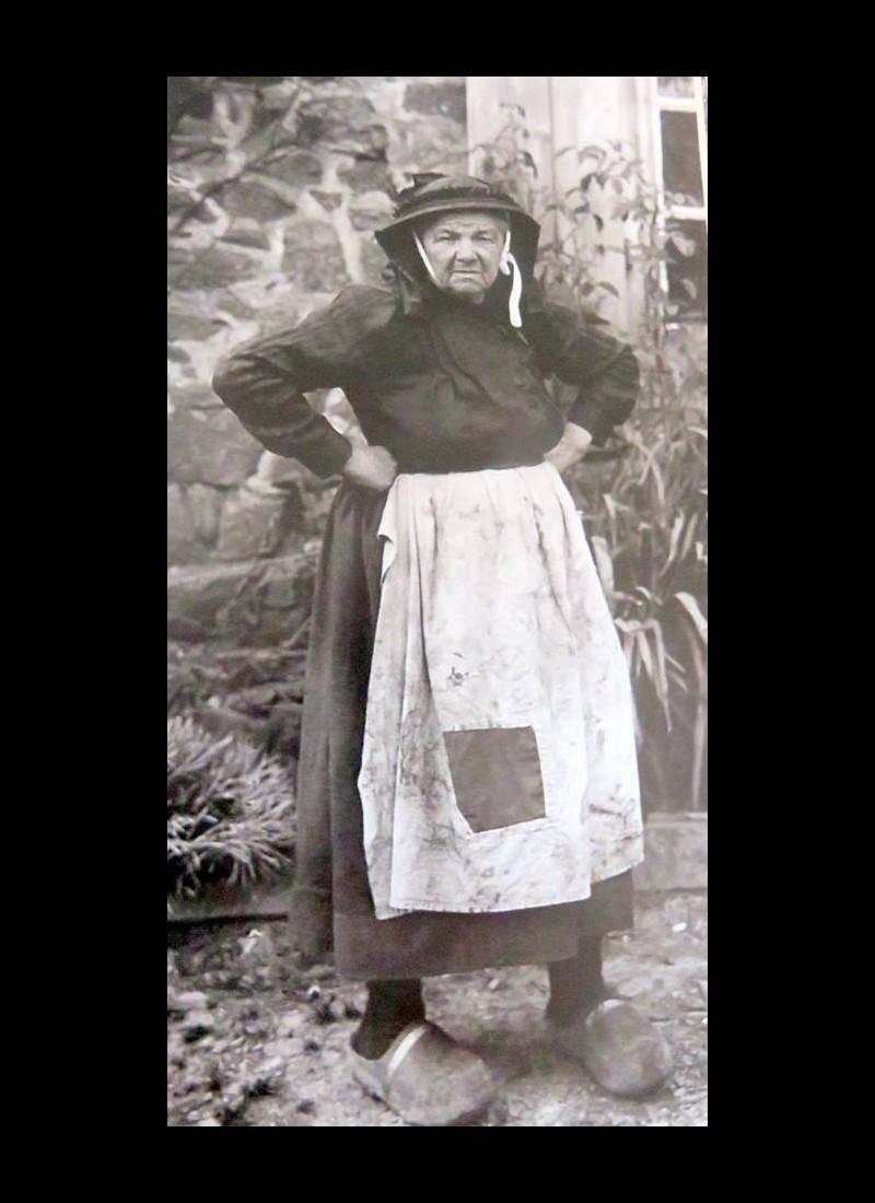 Le Costume Breton Sans1159