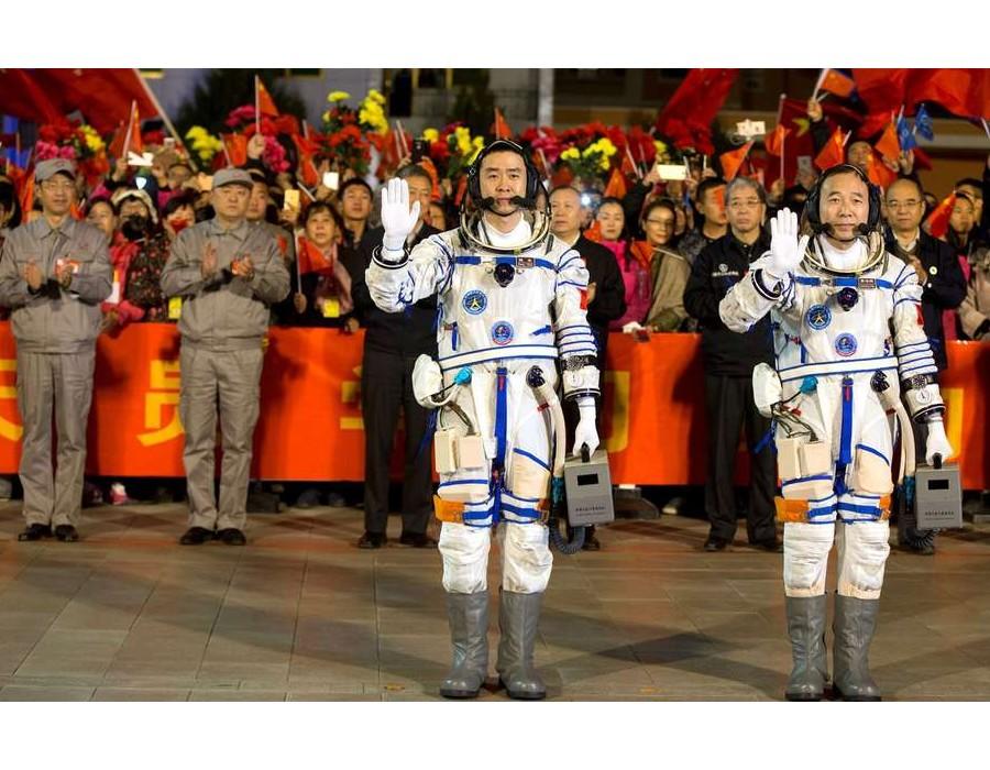 DOSSIER //  Le petit livre blanc 2012-2016 promet des Chinois sur la Lune Sans1302