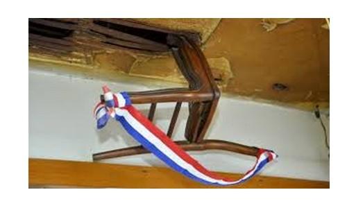 Reims - La chaise au plafond Sans1602
