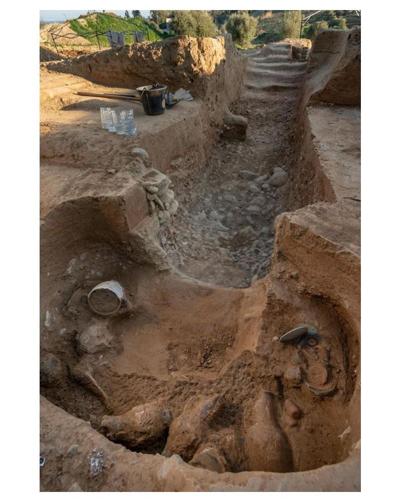 Une tombe étrusque vieille de 2 350 ans...... Sans1758