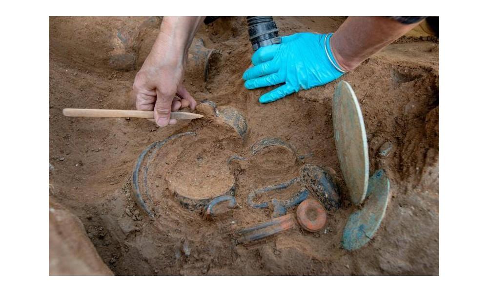 Une tombe étrusque vieille de 2 350 ans...... Sans1760