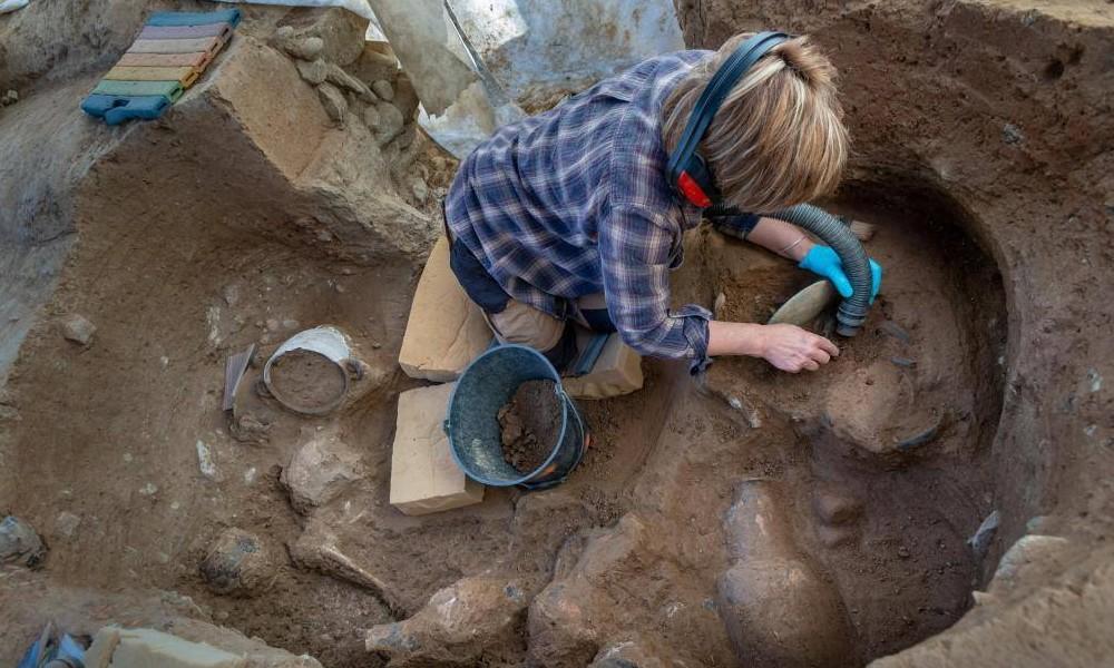 Une tombe étrusque vieille de 2 350 ans...... Sans1762