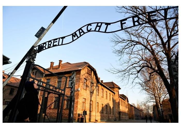 À Auschwitz, avec les derniers témoins français de l'horreur nazie Sans1867