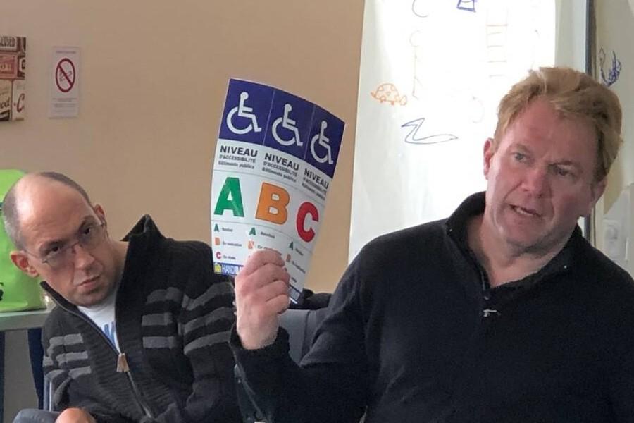 Côtes-d'Armor. Un maire en fauteuil roulant invite à noter les villes sur leur accessibilité Sans2070