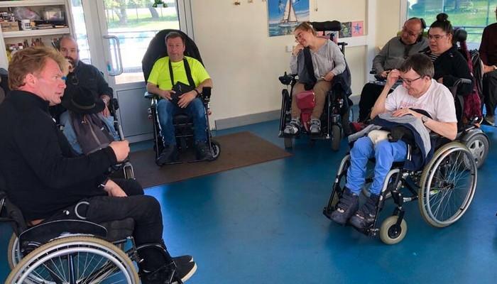 Côtes-d'Armor. Un maire en fauteuil roulant invite à noter les villes sur leur accessibilité Sans2072