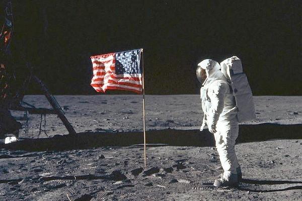 Par mégarde, la Nasa a vendu ses vidéos originales des premiers pas d'Armstrong sur la Lune Sans2361