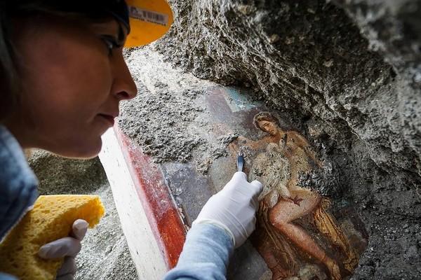 Enfouies sous la cité antique, des bombes de la Seconde Guerre mondiale menacent Pompéi Sans2386