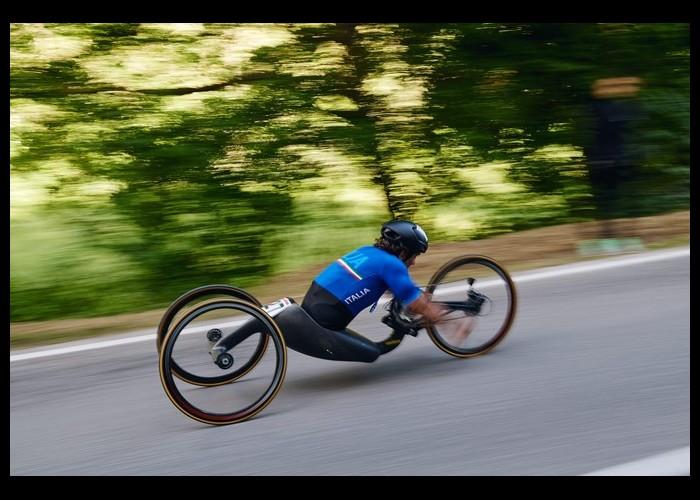 Amputé des jambes, l'ancien pilote de Formule 1 est devenu champion du monde paracycliste Sans2666
