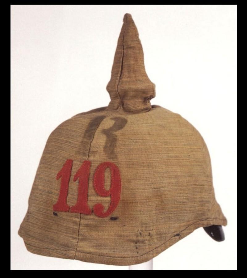 Le casque à pointe ou Pickelhaube Sans2685