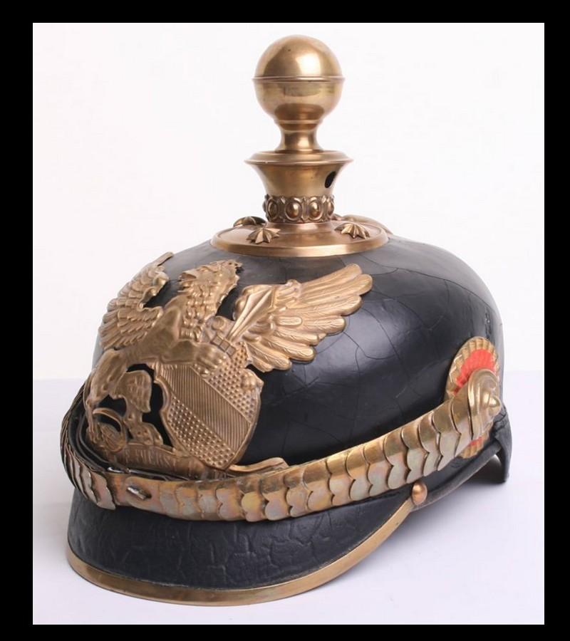 Le casque à pointe ou Pickelhaube Sans2686