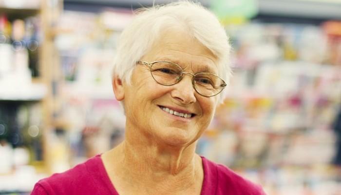"""Pays-Bas : contre l'isolement des seniors, ce supermarché propose des caisses pour """"taper la discute"""" Sans3022"""