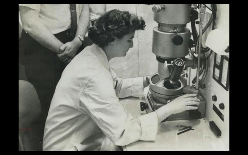 Qui est June Almeida, la chercheuse qui a découvert les coronavirus ? Sans4226