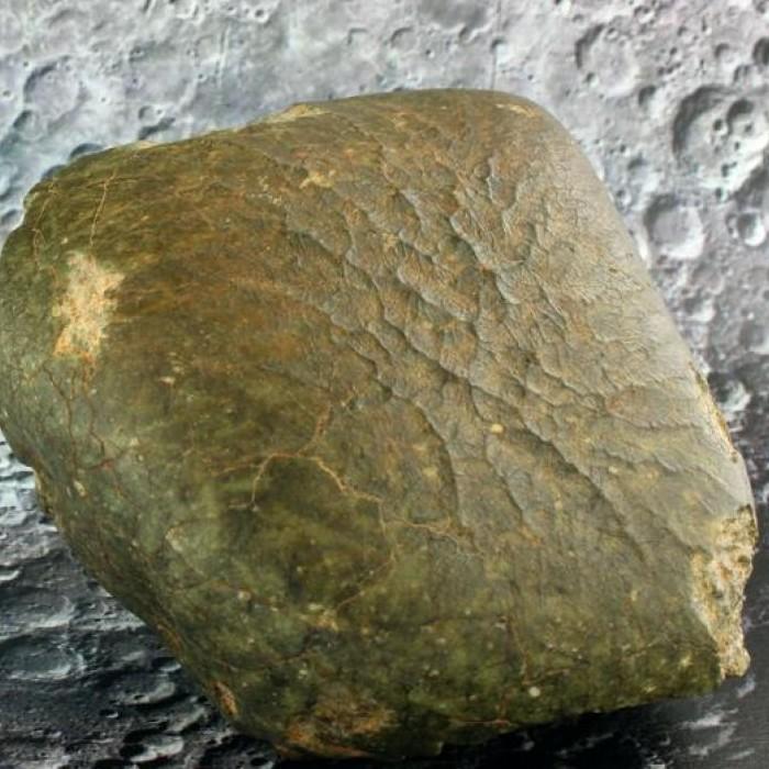 Un minéral inconnu identifié dans une météorite lunaire  Sans5226