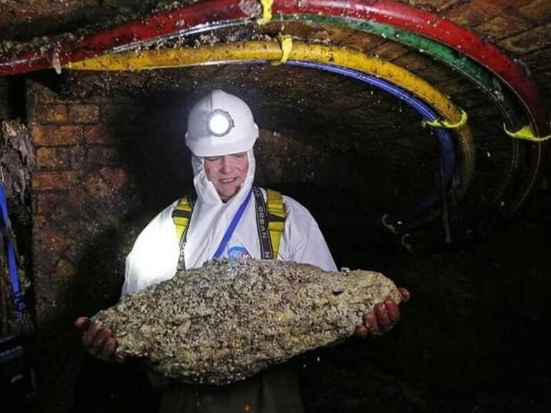 Un fatberg, énorme amas de déchets et de graisse de 300 tonnes, bouche les égouts de Birmingham Sans6016