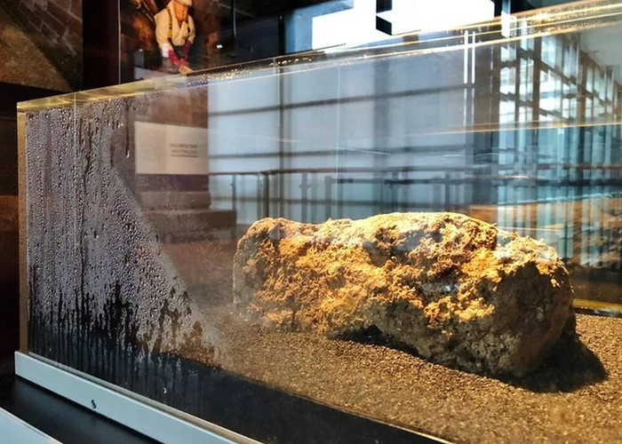 Un fatberg, énorme amas de déchets et de graisse de 300 tonnes, bouche les égouts de Birmingham Sans6021