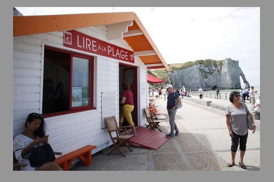 Sur les plages, la mode des cabanes-bibliothèques Sans_164