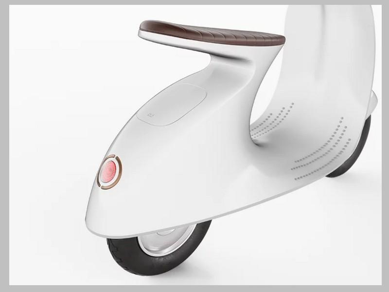 Ce designer réinvente le Vespa avec un concept futuriste et 100% électrique Sans_250