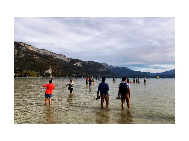Le lac d'Annecy se vide de manière alarmante Sans_442